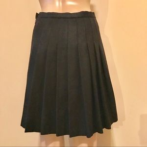 🐑French Connection Black Pleated Wool Skirt🐑